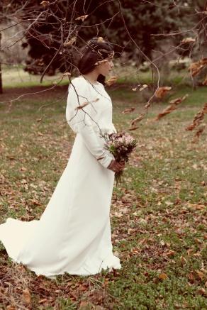 novias_con_tocado_de_inspiracion_vintage_en_invierno_318554062_800x1199