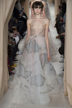 valentino_jpg_4362_north_499x_white