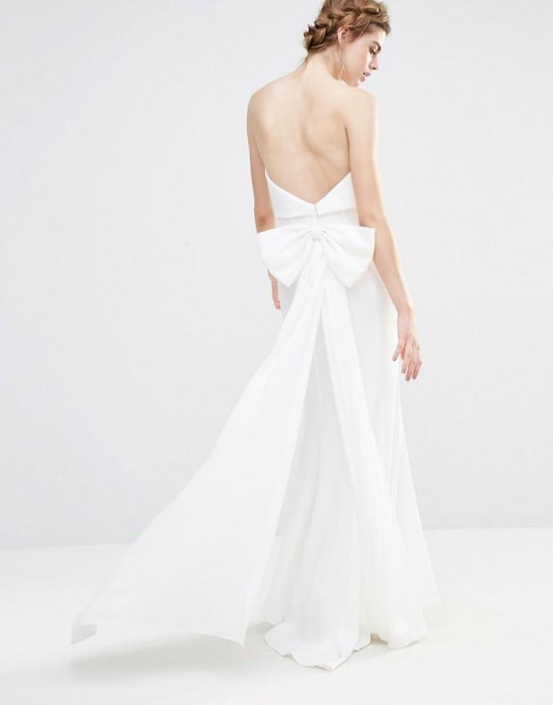 Vestido largo de boda con capa superpuesta y diseño con cola de pez y lazo extragrande parte posterior de Jarlo 139.99€ (parte atrás)